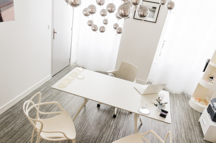 cabinet de chirurgie esthtique bordeaux docteur grinfeder. Black Bedroom Furniture Sets. Home Design Ideas